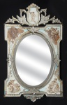 """Belíssimo e raro espelho veneziano dos anos 40 todo decorado com """" Anjos e Querubins"""", ricamente emoldurado. Med.: 102 x 62 cm."""