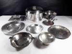 MISCELÂNEA - Lote contendo 9 itens diversos em metal prateado de procedências variadas tendo o maior tamanho 11,5 cm de altura.