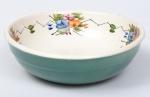 Linda travessa em cerâmica na cor branca com decoração floral na borda e no fundo , parte externa na cor verde. Med:  0,07 x 0 , 24 cm.