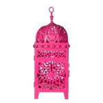 Grande Lanterna para utilização de vela no estilo marroquino cofeccionada em metal vazado com ricos acabamentos. Medidas 12,5x12,5 e 36 cm de altura.