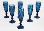 ogo com 6 (seis) taças para espumante em espetacular vidro prensado de tom azul. Capacidade 140ml. Peças sem uso e na caixa original.