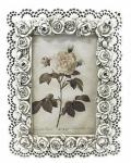 Porta retrato com belos contornos e florais. Medid; 10x15cm. Peça sem uso e na caixa original.