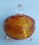 Púcaro em vidro prensado double color com predominância de tom ambâr. Medida 14 cm de altura.