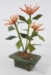 CHINA Séc.XIX/XX - Excepcional árvore chinesa bonsai com folhas e vaso esculpidos em Jade natural verde espinafre e flores feitas em espículas de coral rosa PEAU DANGE natural. Peça rara e de coleção. Altura:  24 x 15 cm.
