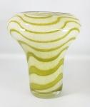Vaso italiano em vidro de Murano rajado em tons de verde oliva, no formato de bulbo invertido. Med. 22 x 19 cm.