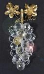 Swarovski - Cacho de uvas com caule e folhas em ródio banhado a ouro com contraste da grife. Folhas soltas (necessita solda). Falta uma uva na ponta. Med. 15 cm.    https://www.thecrystallodge.co.uk/content/swarovski-grapes-gold-european-011864