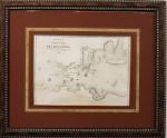 CARTOGRAFIA - INVASÃO FRANCESA DO RIO DE JANEIRO -  Importante mapa original de 1740 litografado e publicado em Paris, a partir do mapa de René Duguay-Trouin desenhado e escrito pelo próprio corsário francês em 1711 durante a invasão francesa. Med. 34.5 x 27 cm. Recentemente limpo e emoldurado. LINK: https://paginacinco.blogosfera.uol.com.br/2017/08/25/1711-o-ano-em-que-o-rio-de-janeiro-foi-sequestrado-por-piratas-franceses/  ----->  http://www.multirio.rj.gov.br/index.php/estude/historia-do-brasil/rio-de-janeiro/51-a-cidade-no-tempo-dos-vice-reis/2446-defender-inibir-vigiar-acoes-de-portugal   CONTA A HISTÓRIA -------------------> Uma espessa neblina pairava sobre o Rio de Janeiro naquela tranqüila manhã de setembro. No mar, as embarcações se mantinham ancoradas esperando a bruma passar. Um ou outro barqueiro mais afoito içava tochas nos mastros e arriscava-se a navegar. A sentinela do Forte de Santa Cruz olhava sonolenta para a direção do Pão de Açúcar e via apenas uma enorme e úmida nuvem branca. Eram quase 10 horas quando o calor do sol fez a névoa se dissipar lentamente. O soldado apertou os olhos para enxergar melhor ao longe e não acreditou no que viu.- ALERTA! OS FRANCESES ESTÃO A INVADIR! ÀS ARMAS! - ele gritou, desesperado.Mas era tarde. Aproveitando a invisibilidade proporcionada pela bruma, o corsário francês René Duguay-Trouin, com uma esquadra de 18 navios, 6 mil homens e 700 canhões entrou silenciosamente na Baía de Guanabara e já estava perto da Ilha de Villegagnon. E nem precisou forçar a barra. Começa aqui a história mais trágica já ocorrida com os cariocas - dois meses de saques, vandalismo, assassinatos, estupros, incêndios e destruição da cidade. Quem pôde, fugiu. O caos, o apocalipse, o horror.Vimos outro dia que Jean-François Duclerc tentou invadir o Rio em 1710, com cinco navios e mil homens, mas fracassou, terminando preso e assassinado misteriosamente. Sob a desculpa de vingar a morte do conterrâneo e concluir sua missão - saquear o ouro de
