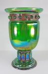 ART NOVEAU ao gosto das peças de LOUIS MAJORELLE (1859 - 1926) - Incomum e grande vaso com gomos feito em vidro verde irisdescente tipo Carnival Glass no formato de tulipa. Guarnição em ferro oxidado. Cerca de 1910/20. Altura 36 x 24 cm e 69 cm de circunferência.  SAIBA MAIS  -----> http://www.artnet.com/artists/daum-and-louis-majorelle/  e mais -------------> https://br.pinterest.com/toonkluck/wrought-iron/?lp=true