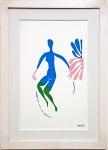 MATISSE, Henri (1864  - 1954) FEMME BLEUE ET VERTE / Nu azul e verde. Litografia a cores, Med. 35.5 x 26.5 cm. Moldura c/ vidro anti reflexo. Este trabalho foi produzido sob a supervisão de Matisse para uma edição especial da Verve dedicada aos seus recortes de papel de 1952. Ele morreu antes do trabalho ser publicado e o volume se tornou uma homenagem chamada Les Dernieres Oeuvres de Matisse em 1956. Matisse supervisionou toda a produção porém morre na metade do projeto. As peças que foram produzidas antes de sua morte trazem as iniciais de sua  assinatura HM na pedra; e as que foram impressas depois de sua morte tiveram a assinatura removida da matriz. Tamanho da imagem: 355 x 260 mm. Preço da gravura sem assinatura: US$ 775 e preço com assinatura em média 2.000 dólares ------------------> LER O TEXTO ORIGINAL  http://spaightwoodgalleries.com/Pages/Matisse7.html   e   https://www.lassco.co.uk/matisse-cut-out-lithograph-no-7