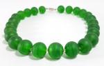MURANO - ITÁLIA - Elegante colar com belas contas foscas de Murano na cor verde esmeralda. Med. 40 cm