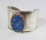 Bracelete em prata de lei e placa em Lapis Lazuli.