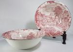 WEDGWOOD  - 2 Bowls / saladeiras em porcelana inglesa decorados com cenas típicas com paisagens e personagens na cor rosa. Med. 25 x 08 cm.