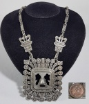 BOLÍVIA - Réplica de jóias pré-colombiana. med 66 cm e pingente 7.5 cm x 7.5 cm