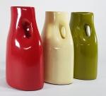 Conjunto com 3 vasos em cerâmica esmaltada ao gosto italiano. Med. 20 cm