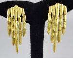 Elegantes brincos cascata - designer contemporâneo - plaqué dor. Med. 6 cm.