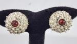 Antigo par de brincos de pressão em prata e Granadas. Med. 2.5 cm.