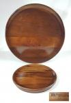 ANOS 60 - JEAN DOBRÉ - TROPIC ART - Duas bandejas em madeira Imbuia, uma numerada. Ambas com marca no fundo. Med. 34 e 20 cm.