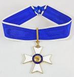 Ordem de Rio Branco - grau Comendador - caixa composta de: cruz, fita e botão. Elaborada por H. Stern, em prata 1000 revestida a ouro e esmalte. Perfeito estado.