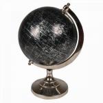 Globo com base em metal e globo negro com indicadores prateados. Medida 32 cm de altura.