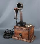 Antigo telefone americano  Kellogg em ótimo estado de conservação. Mede 18cm x 28cm x 4cm de altura.