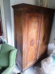 maravilhoso armário Dona Maria de Leque, confeccionado em madeira de lei, acabamentos em marfim, Século XIX , medindo: 203 a x 50 p x 130