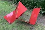Franz WEISSMANN (1911-2005) - enorme escultura de ferro na cor predominante vermelha, assinado na base, medindo: 1,40 m comp. x 75 cm alt.(marcas do tempo)(Pertenceu coleção particular do Rio de Janeiro)(reproduzido no catálogo do leilão)