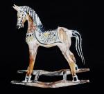 Cavalo de balanço em madeira ricamente trabalhada e policromada.Medida 36x38cm.