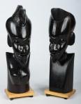 """Antigas estatuetas esculpidas em madeira """"Ébano"""", polida e de origem Africana. Exemplares legítimos, antigos e em excelente estado de conservação. Dimensões: 27,5 cm e 28,5 cm."""