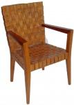 Linda cadeira em madeira com  transada em couro.