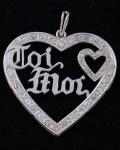"""Pingente em forma de coração, em  Ouro Branco 18 K com brilhantes  inscrição """"Toi Moi"""",  peso total 13.3 gramas, medindo 5 x 4,5 cm."""