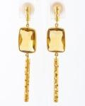 Par de Brincos em Ouro 18 K com 02 Brilhantes com 0,005 quilates com peso total de 7 gramas.
