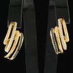Par de Brincos em Ouro 18 K com 0,21 quilates de Brilhantes Black e 0,27 quilates de Brilhantes com peso total 7,4 gramas.