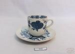 Antiga xícara de café modelo cebolinha em porcelana Alemã Meissen. Medida: 14x 8,5cm de comprimento e 4,5cm de altura. Apresenta marcas do tempo