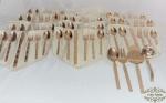 Faqueiro  70 peças  , para 11 pessoas ,aço inox dourado Japones , composto 11 garfos de jantar, 11 facas jantar,  11 1garfos de sobremesa,  22 colheres de sobremesa