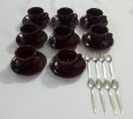 Seis xícaras, seis pires em cerâmica companha seis colheres de cafe,
