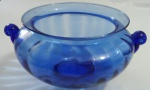Grande centro de mesa em vidro azul com detalhes nas alças- Diâmetro: 30 cm e Altura:15 cm