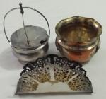 Antigo queijeira, um pote e porta guardanapo em metal -