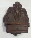 Antiga peanha em madeira com gaveta - Medidas:  25x13x30 cm - Lote com marcas do tempo.