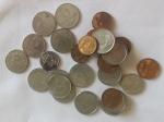 Lote com vinte e nove moedas,  um e cinco centavos .