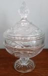 Magnifica bombonier em vidro lapidado - Diâmetro: 15 cm e Altura: 23 cm