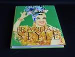 """Livro """" Brazil Syle"""" com fotos e textos sobre a maneira brasileira de viver. Livro de capa dura ."""