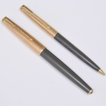 Parker 61, conjunto de caneta e lapiseira com marcas do fabricante, folhadas a ouro 12 kt, ambas com a inscrição Gen. J. L. Costa Lima. Na caixa original.