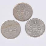 Lote composto por três moedas do Reino Unido de 5 New Pence cunhadas respectivamente em 1968, 1970 e 1975.