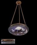 Plafom feito pelo mestre do Art Noveau Émile  Gallé, ferragens originais. Inspirado em sua viajem ao Polo Norte. Reproduz o fenômeno conhecido como Aurora Boreal. Altura 85 cm, diâmetro  45 cm. Peça com GARANTIA DE AUTENTICIDADE.