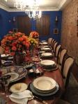 Espetacular mesa francesa para jantar, com 16 cadeiras. Mesa e cadeiras feitas em cedro Italiano, regatones de bronze. Largura 1,50 m, comprimento fechada 2,40 m, comprimento com as 7 tábuas 5,76 m.