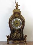 Grande relógio de mesa BULL. Altura 93 cm.