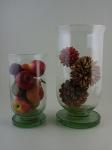 Lote composto por dois vasos com arranjos, maior altura 40 cm.