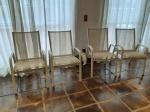 Quatro cadeiras para jardim .
