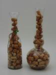 Dois vasos de cristal decorativos com rolhas.
