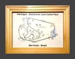 Giclée - Singelo porta retratos em pinho ranhurado, com impressão Giclée do Autódromo de Interlagos, seus detalhes e peculiaridades, nomes dos trechos, curvas e etc... 20 x 15 cm  Excelente estado de conservação, possui pino de apoio e possibilidade de pendurar.